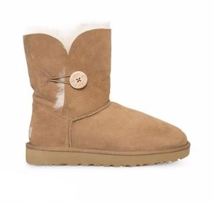UGG Bailey Button Chestnut Suede Boots Size 8